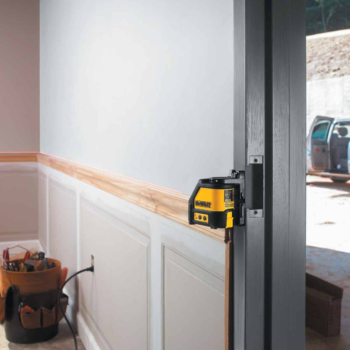 DeWalt 100 Ft. Self-Leveling Cross-Line Laser Level Image 6